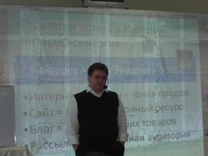 Я с грустно-озадаченным лицом на ДЭК Ташкент, Узбекистан