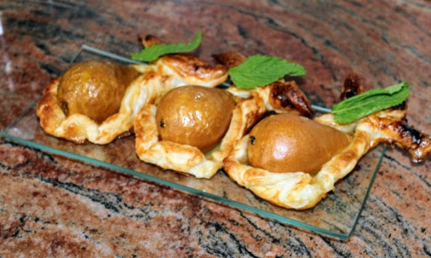 Печени круши с мед в бутер тесто