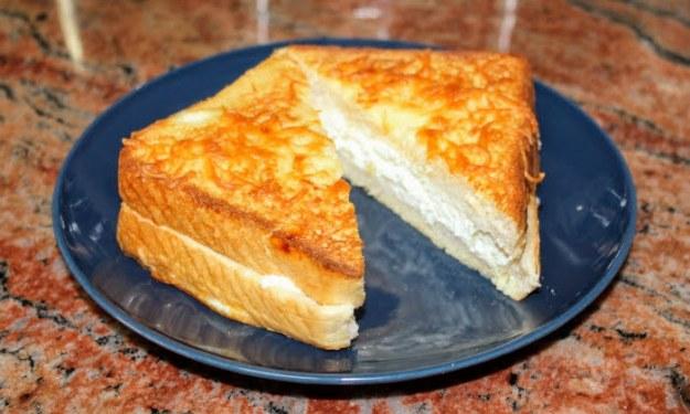Вкусни филийки с яйца и сирене, без пържене