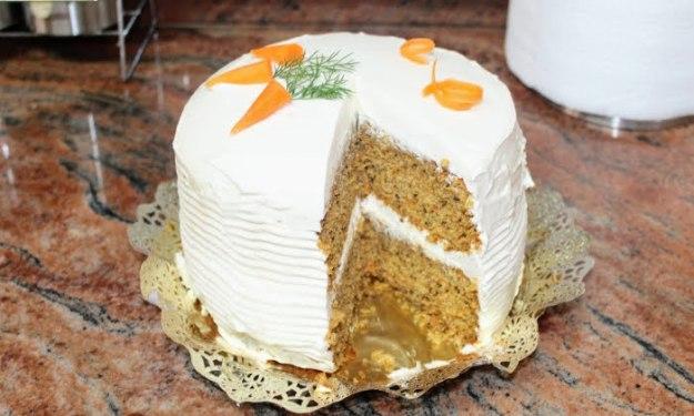 Вкусна домашна торта с моркови и орехи. Ще се изненадате от нежния вкус.
