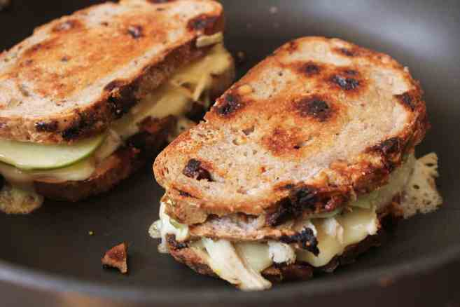 Roast-Chicken-Apple-and-Brie-grilled-cheese-step-6