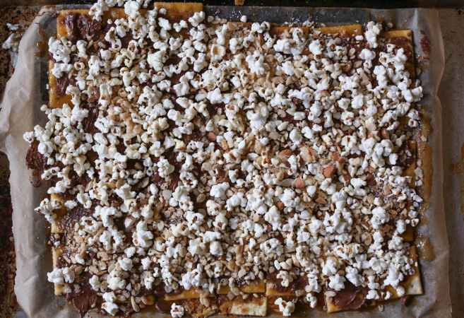 Fully-Loaded-Toffee-Saltines-step-4