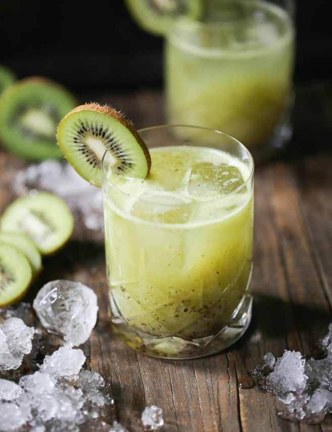 kiwi-kiss-rum-cocktail