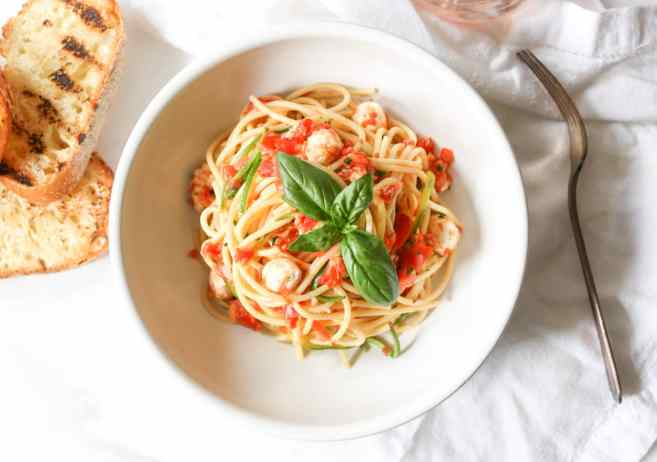Spaghetti-with-Zucchini-Cherry-Tomato-Sauce-and-Fresh-Mozzarella-8