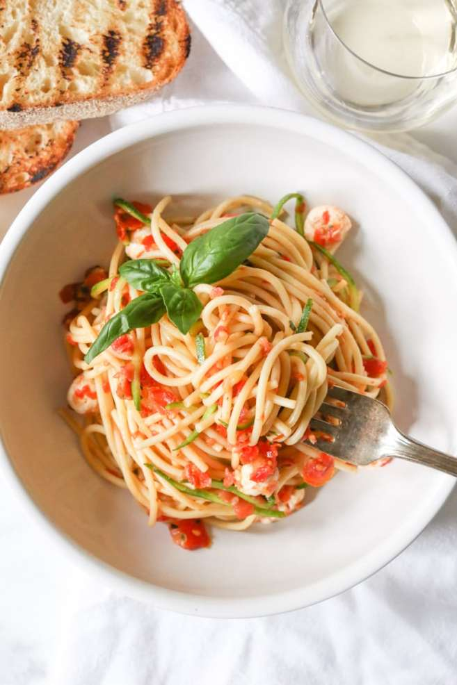 spaghetti-with-zucchini-cherry-tomato-sauce-and-fresh-mozzarella-pearls-6