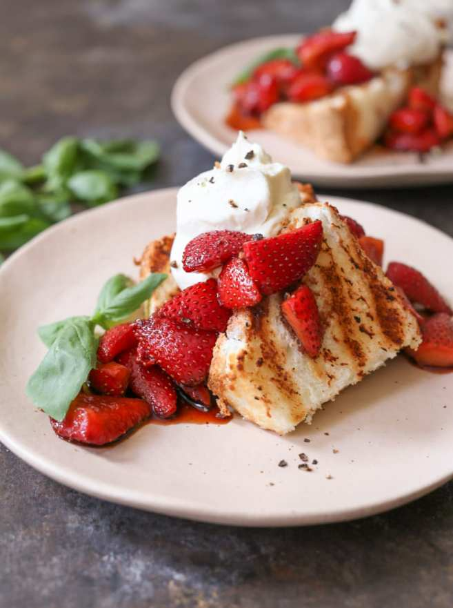 Grilled-Angel-Food-Cake-Whipped-Mascarpone-Balsamic-Strawberries