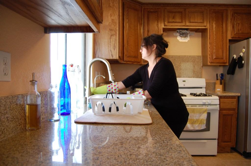 02 - Washing Dishes