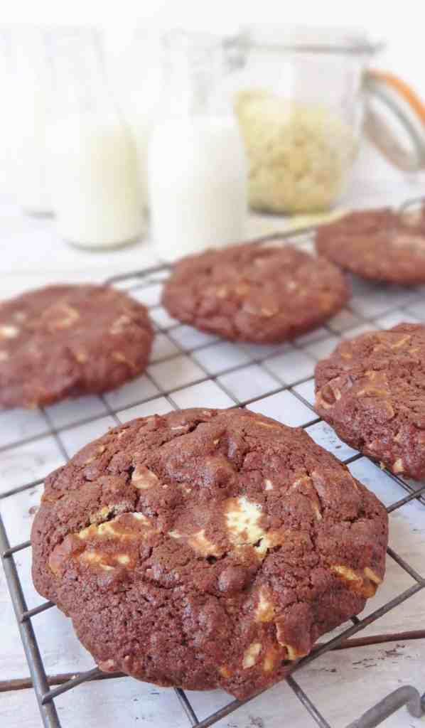 chocolate white chocolate almond cookies