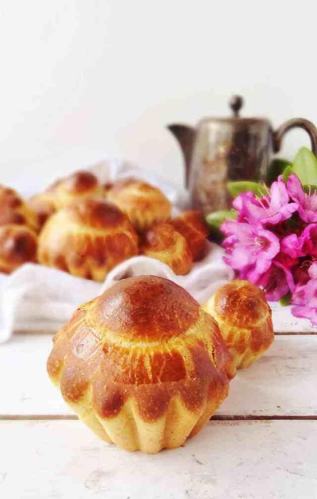 Mini chocolate and vanilla brioche buns - Domestic Gothess