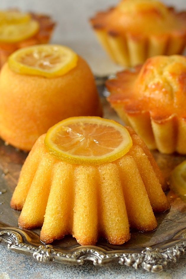 Syrupy lemon, olive oil and semolina cakes with candied lemon slices