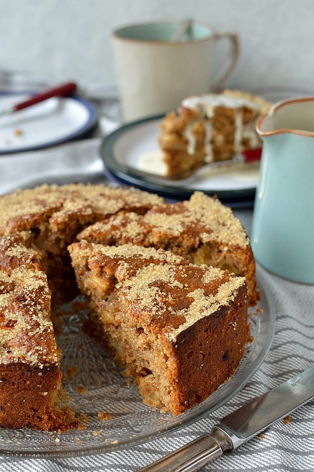 Easy apple coffee cake made with wholemeal flour, fresh apple and spices