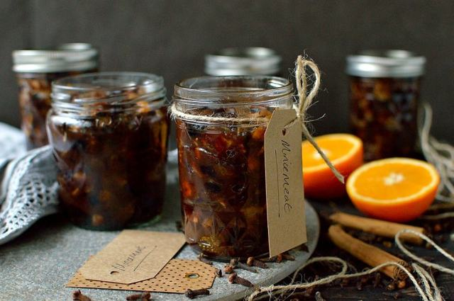 Vegetarian mincemeat recipe - easy vegetarian Christmas mincemeat made with butter and lashings of port