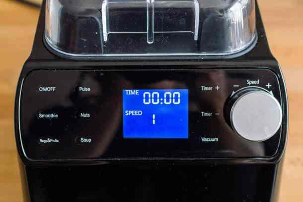 Froothie Optimum Vac2 vacuum blender close up