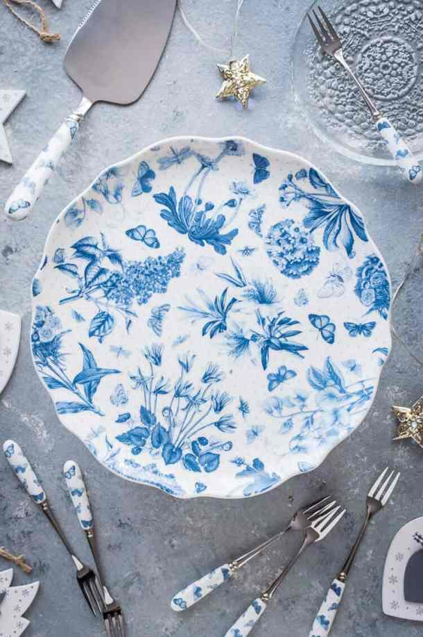 Portmeirion cake stand, cake slice and pastry forks