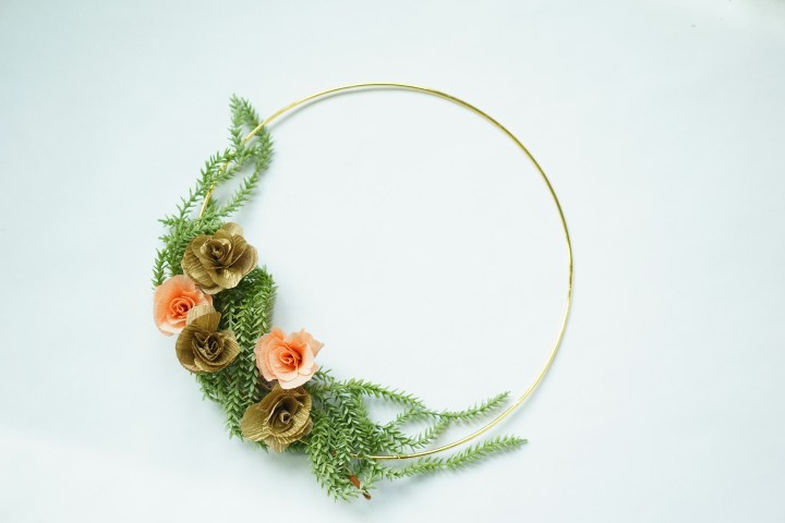 Bridal Hoop – Alternatives to Bridesmaids Carrying Flowers Bouquets