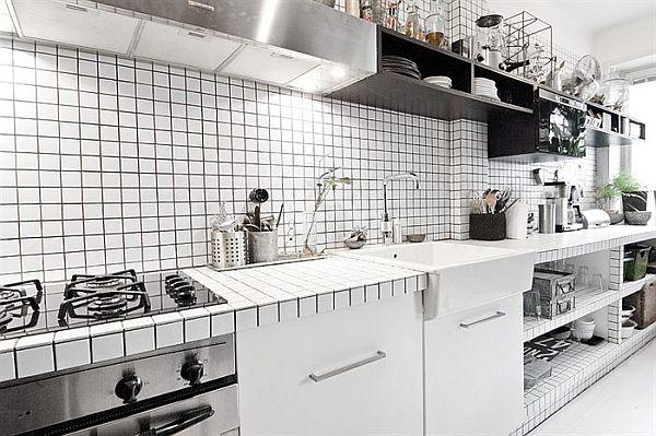 kuchnia w czarno białym mieszkaniu