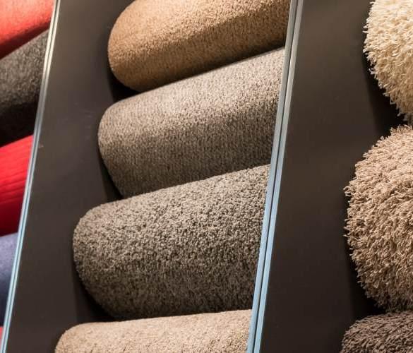 płytki dywanowe w różnych kolorach