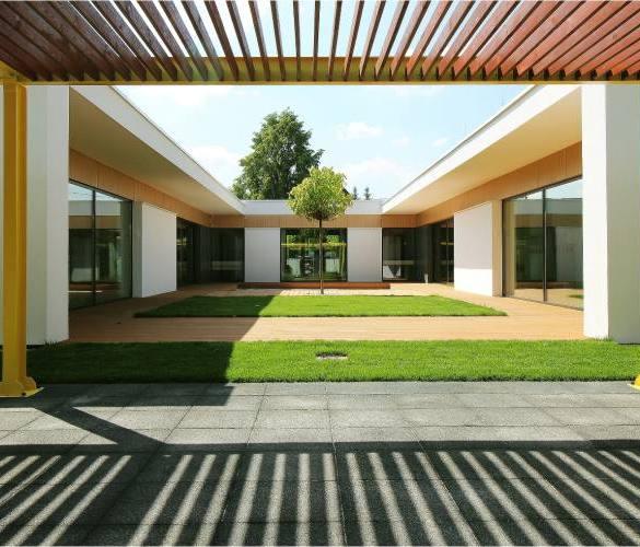 nowoczesne przedszkole, dziedziniec