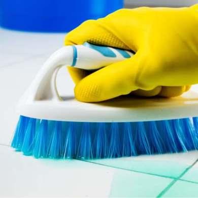 szczotka do podłogi, kafelki, czyszczenie podłogi