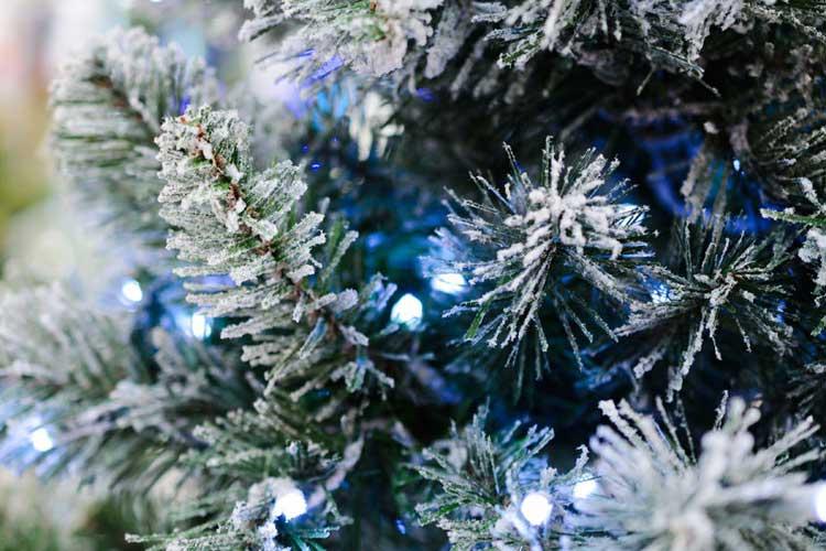 0-czy-sztuczna-choinka-to-lepszy-wybor-niz-zywe-drzewko-castorama-02_m-3