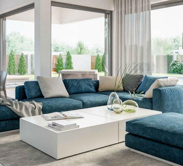 salon z niebieską sofą i białym stolikiem