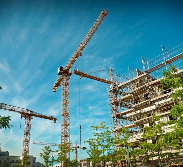 żurawie wykorzystywane do budowy osiedla