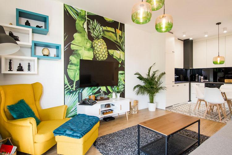Mały salon z aneksem kuchennym w 40-metrowym mieszkaniu