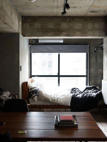 wnętrze wykończone surowym betonem