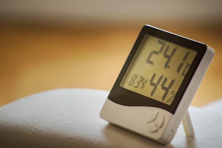 Higrometr - profesjonalne urządzenie, które mierzy wilgotność powietrza w domu.