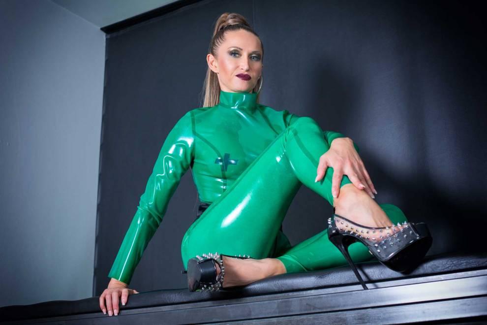 Victoria-Collins---green-latex-1