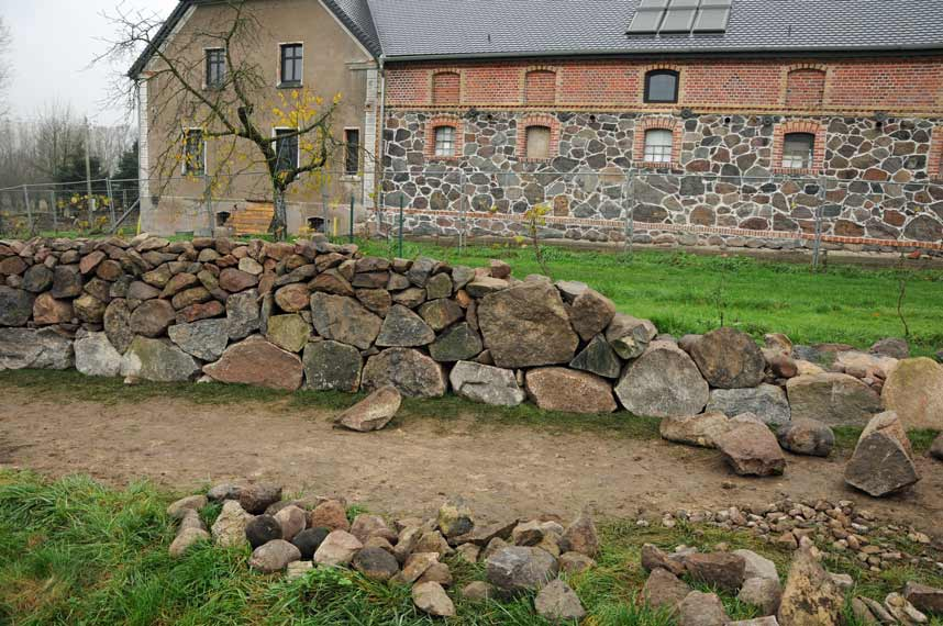 Mur Z Kamienia Dom I Natura
