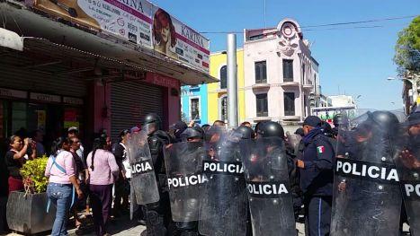 ENFRENTAMIENTO ENTRE POLICIAS Y CANASTERAS EN TEHUACAN