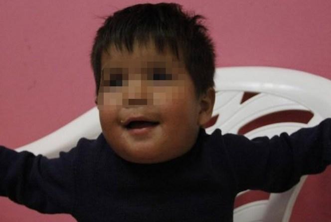 ENCUENTRAN A NIÑO QUE CAMINABA DESCALZO Y SOLO EN LA MADRUGADA