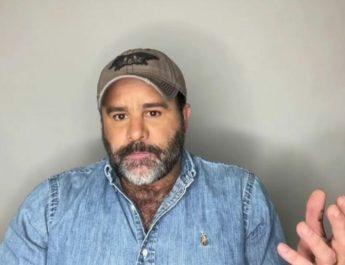 VIDEO: EDUARDO CAPETILLO REVELA QUE PADECIÓ CÁNCER EN LA PIEL