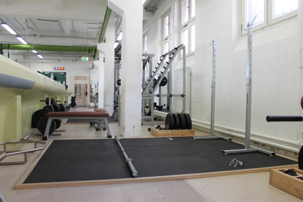 Deadlift und Squat Plattform im HAW Fitnessstudio Hamburg