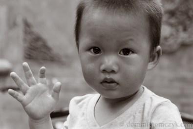 Chiny, #Chiny, street photo, #streetphoto, Beijing, #Beijing, China, #China, ludzie, #ludzie, Pekin, #Pekin, people, #people, portret, #portret, człowiek, #człowiek, man, #man, B&W, #B&W, child, #child, matka, #matka, dziecko, #dziecko,