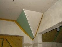 narożnik gipsowo-kartonowy w korytarzu
