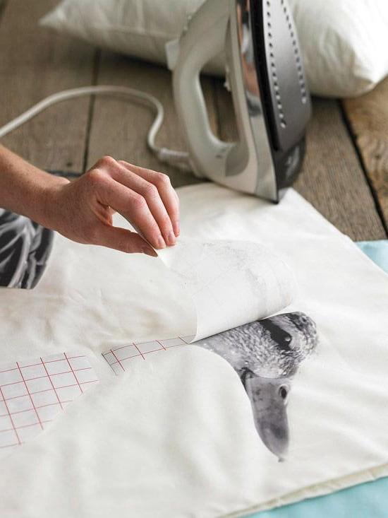 Сурет матада жақсы бекітілгенде, үтіктің табанын басу күшті және формалы болуы керек