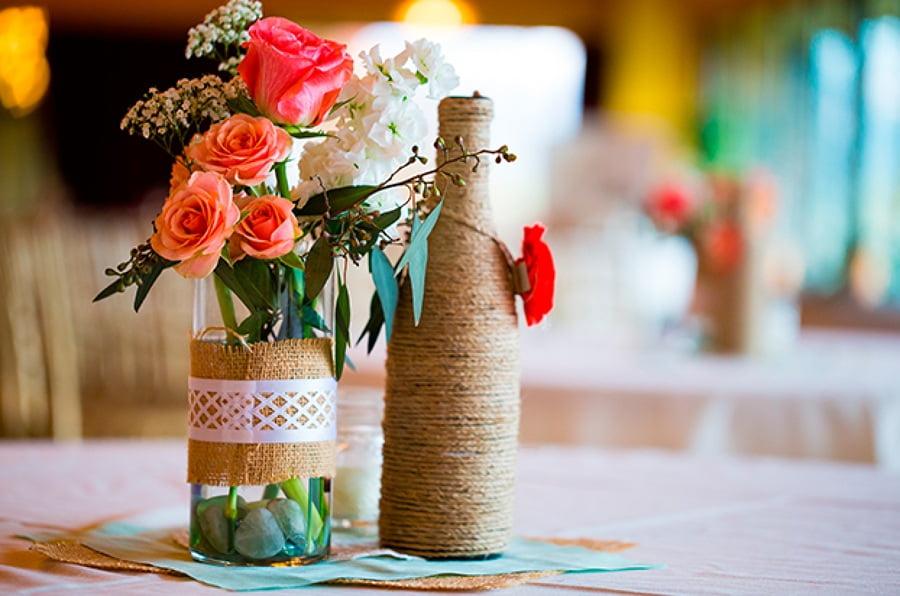 Бөтелкеден қарапайым және қысқа ваза - екінші жартысына керемет сыйлық болады