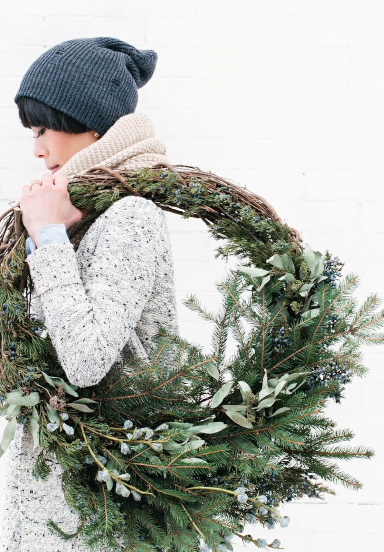Tambah Notch of Freshness dan Heat Natural akan membantu Wreath Wreath of FIR yang baru, yang saling berkaitan dalam BUNDING