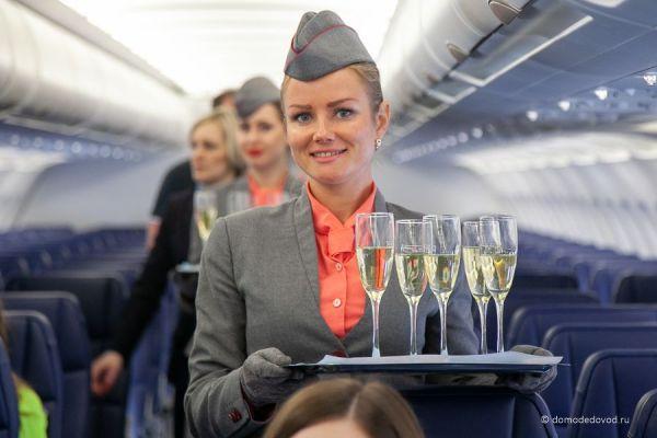 Стюардесса авиакомпании Red Wings