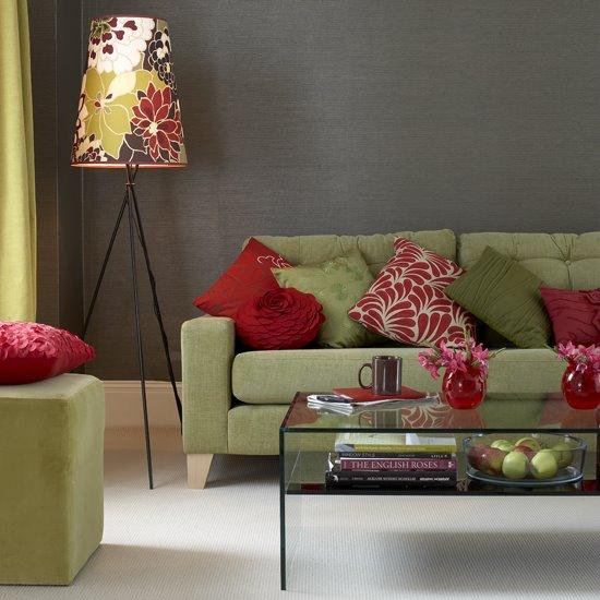 Гостиная - диван, торшер, стеклянный столик, пуф