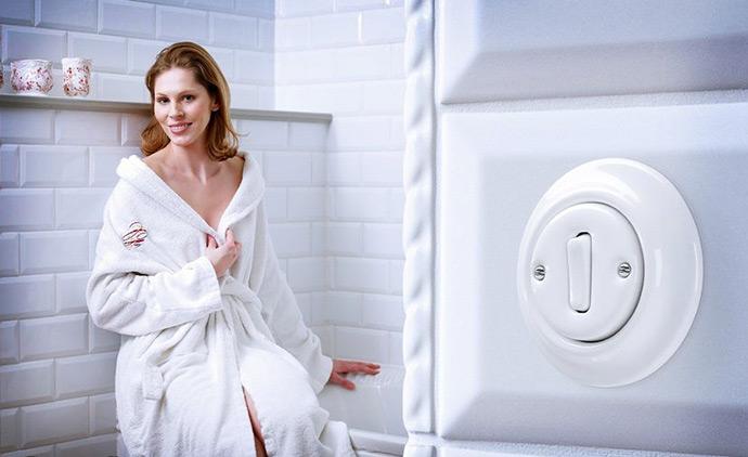 Выключатели в интерьере ванной