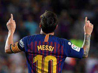 Lionel Messi Must Stay At Barcelona – Ronaldinho