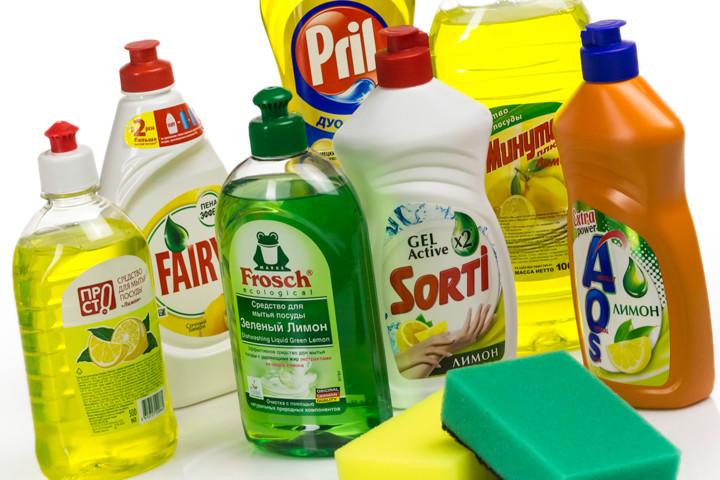 Il detersivo per lavastoviglie può far fronte al compito e quando la pulizia dei gioielli