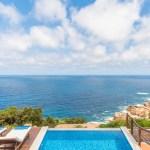 Vila s bazénem, vyhledem na moře kousek od pláže