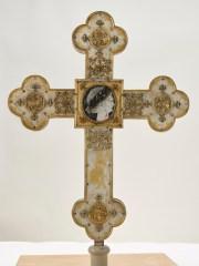 Der Domschatz Minden beherbergt eine der bedeutendsten Sammlungen christlicher Kunst in Deutschland. Darunter das Vortragekreuz mit dem Nero-Bildnis. Foto: DVM