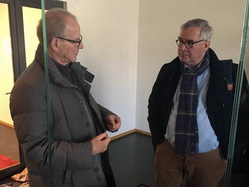 Der renommierte Dresdner Kunsthistoriker Prof. Dirk Syndram (r.) lobte im Gespräch mit Rudolf Bilstein das Ausstellzungskonzept des neuen Domschatzes. MInden Foto: DVM