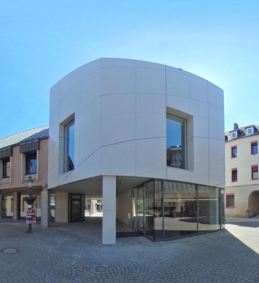 Der neu gestaltete Domschatz Minden zeichnet sich durch das 15 Meter hohe Gebäude aus, das rund 450 Quadratmeter Ausstellungs- und Nutzfläche auf drei Geschossen umfasst. Foto: DVM