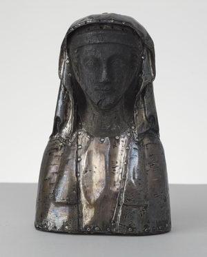 Die Büste der Heiligen Magdalena aus dem 13. Jahrhundert, heute im Domschatz Minden zu sehen, wurde bei dem Bombenangriff beschädigt. Foto: DVM